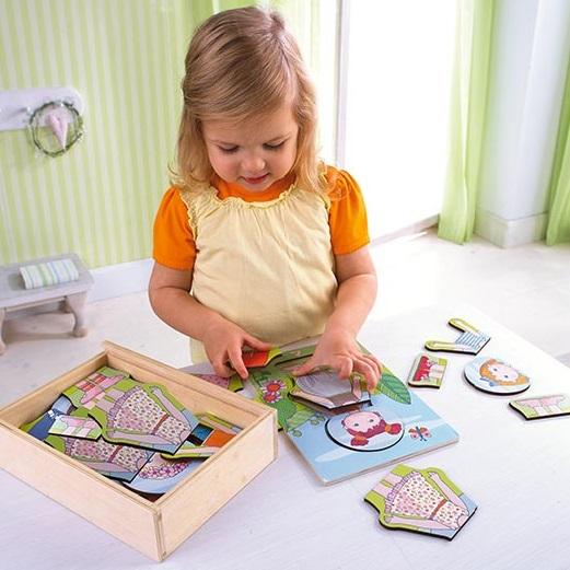 Drevené puzzle Lilli a jej šaty
